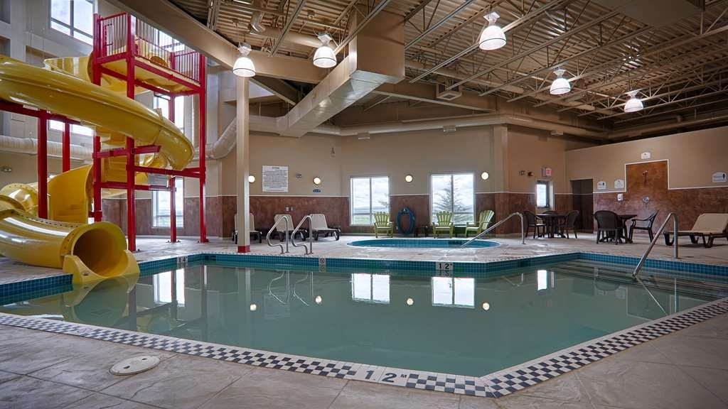 Best Western Rimstone Ridge Hotel - Spend some time in our heated indoor pool with a water slide!