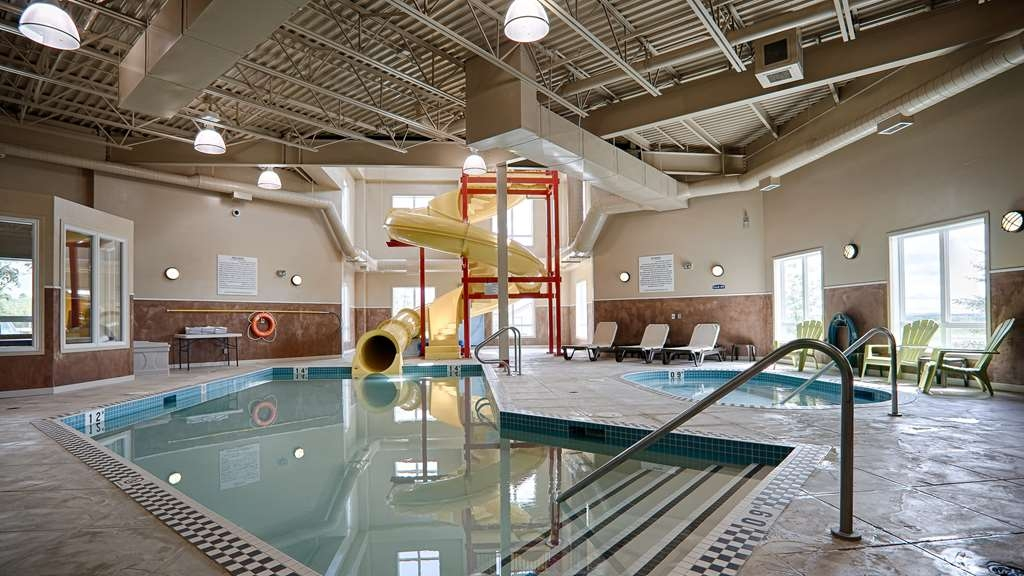 Best Western Rimstone Ridge Hotel - Don't let the weather stop you from jumping in! Our indoor pool is heated year-round for you and your family.