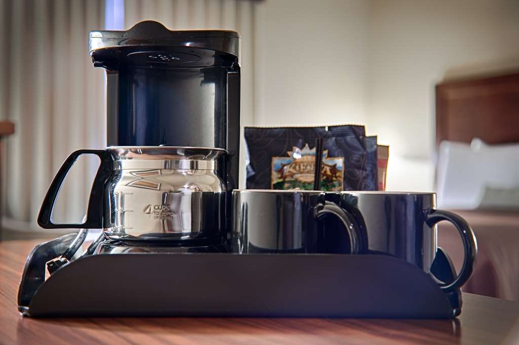 Best Western Rimstone Ridge Hotel - Start each morning with a cup of coffee with the convenience of a coffee maker in all of our guest rooms.