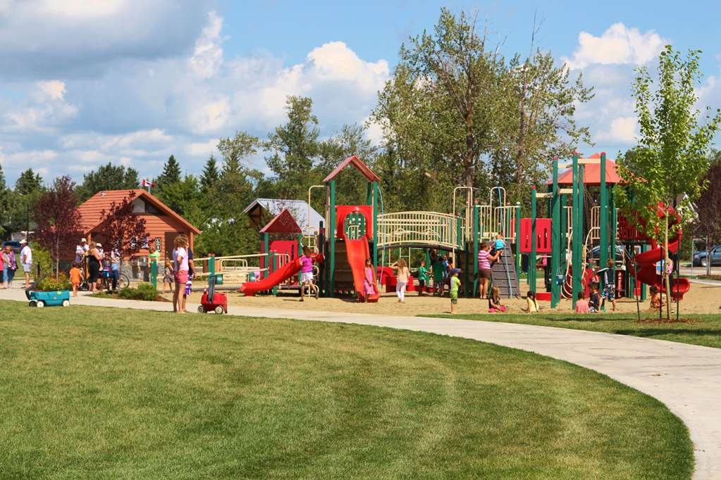 Best Western Rimstone Ridge Hotel - Loads of fun at the kid's playground located on the beach front of Sylvan Lake.
