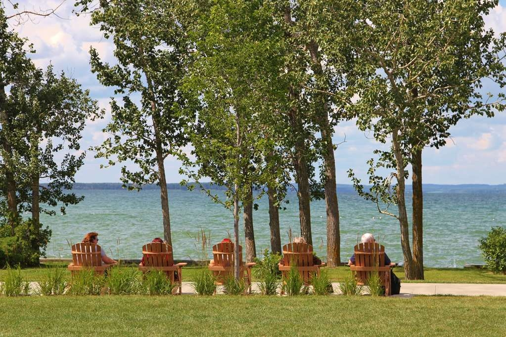 Best Western Rimstone Ridge Hotel - Sit back and take in the scenic views of Sylvan Lake in your own serenity.