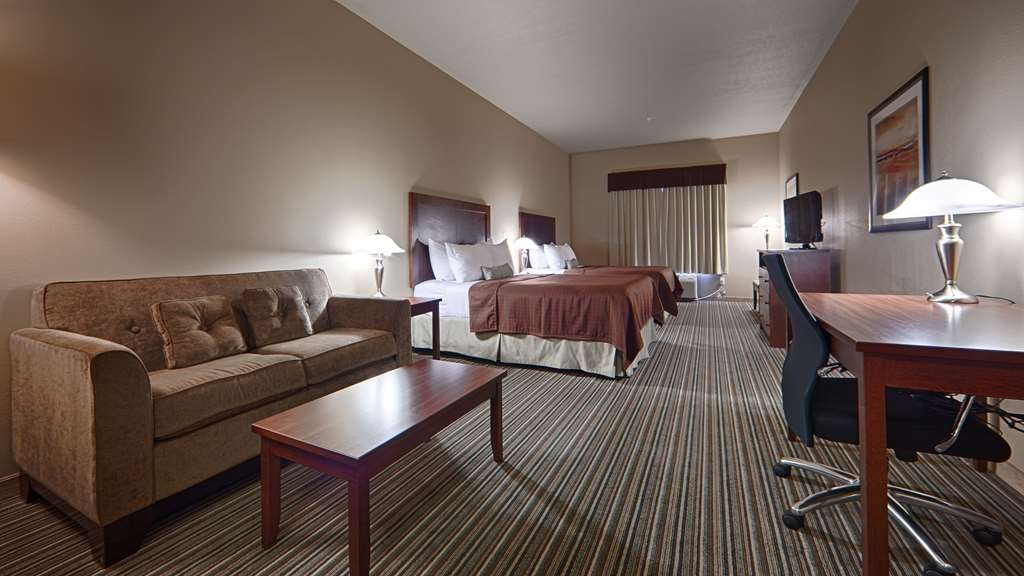 Best Western Rimstone Ridge Hotel - Our spacious deluxe room features two queen beds and seating area with loveseat.