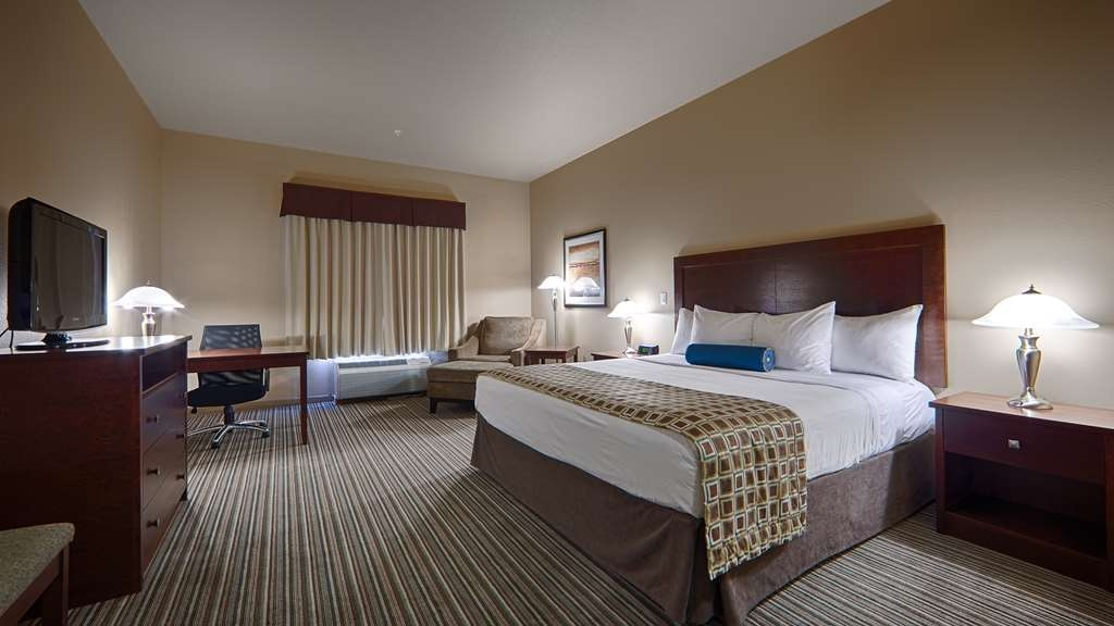 Best Western Rimstone Ridge Hotel - Catch up on your favorite shows in our deluxe king bed room with a 32-inch LCD TV.