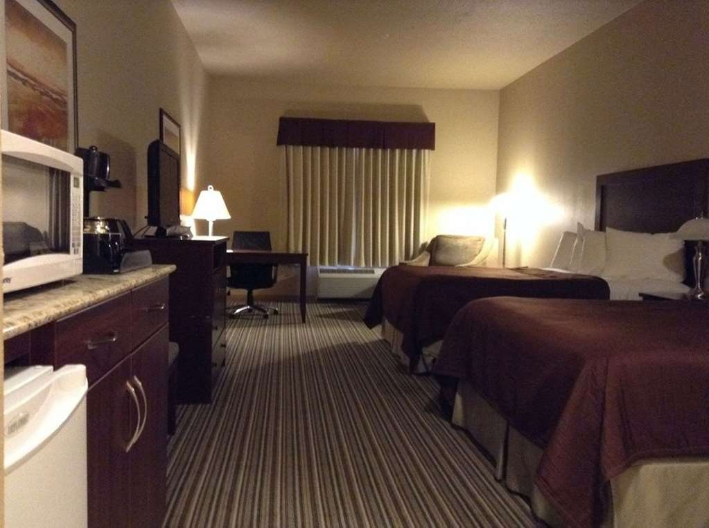 Best Western Rimstone Ridge Hotel - This standard room with two queen beds is perfect for two people but can accommodate up to four!