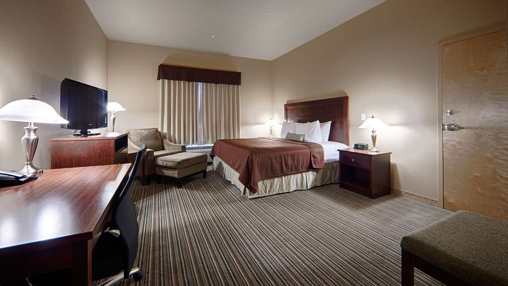 Best Western Rimstone Ridge Hotel - Our mobility accessible room offers our guests a spacious layout and pillow top mattresses.