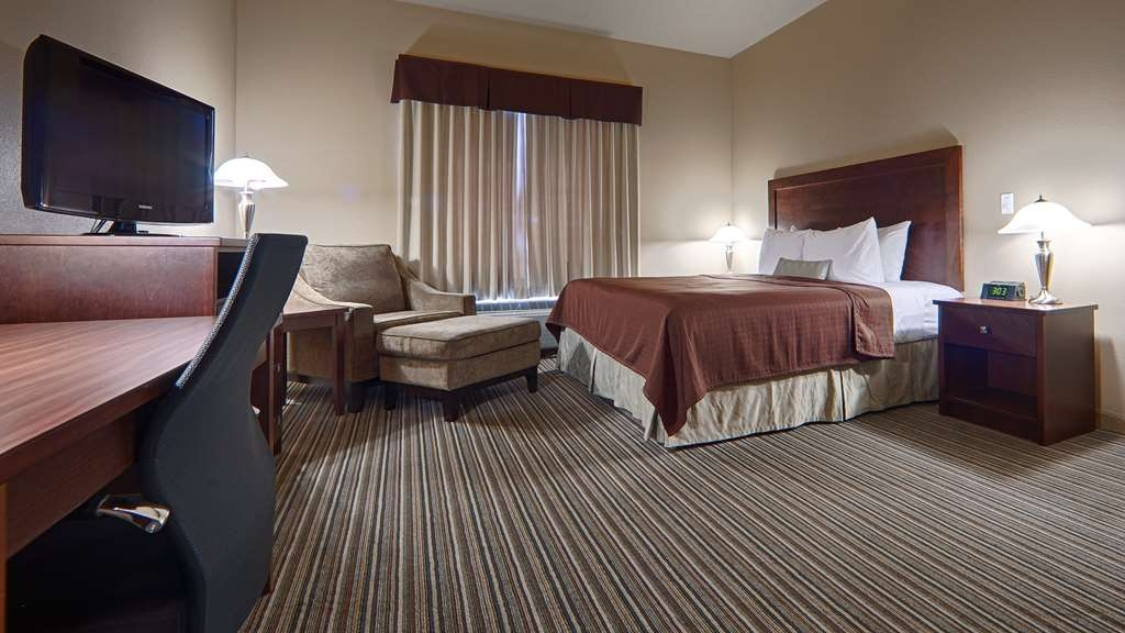 Best Western Rimstone Ridge Hotel - Nothing beats our pillow top mattresses in our mobility accessible room.
