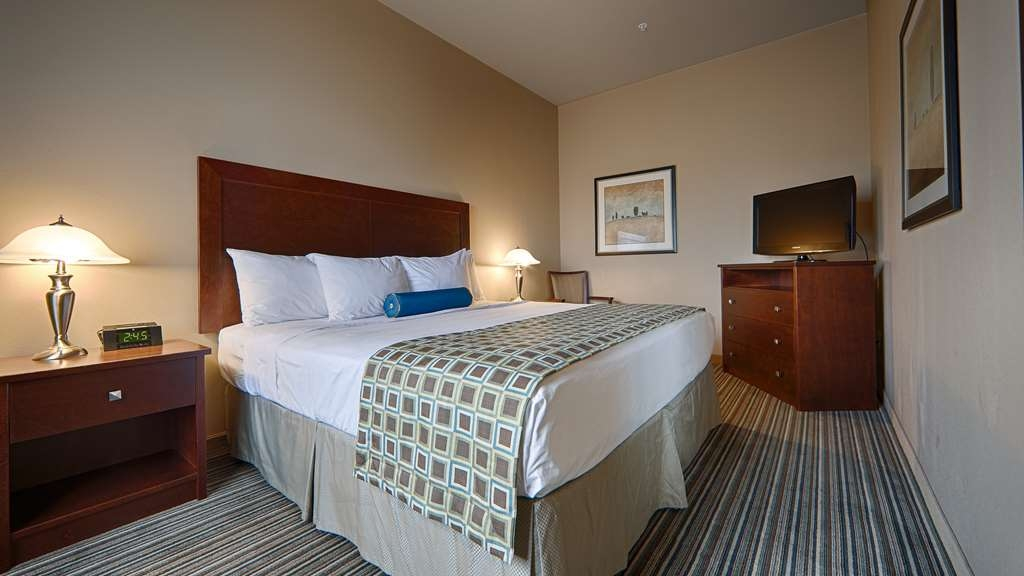 Best Western Rimstone Ridge Hotel - More than two people in the room? We have enough space in our two king beds suite.