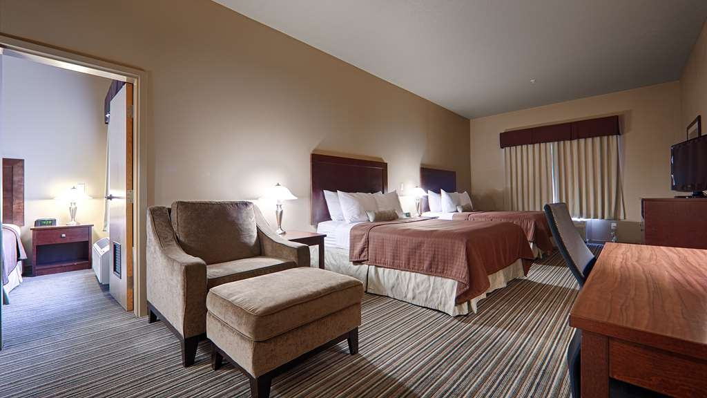 Best Western Rimstone Ridge Hotel - Our two room suite is perfect for families traveling together.