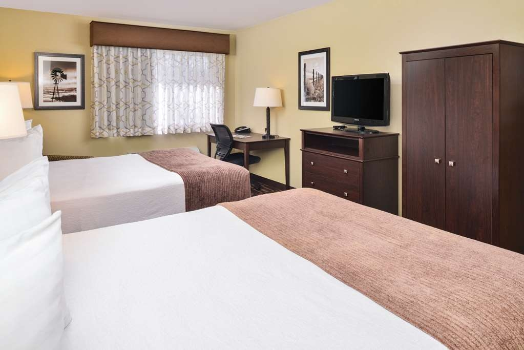 Best Western Sundowner - Our Queen Deluxe offers a more space than our standard queen room!