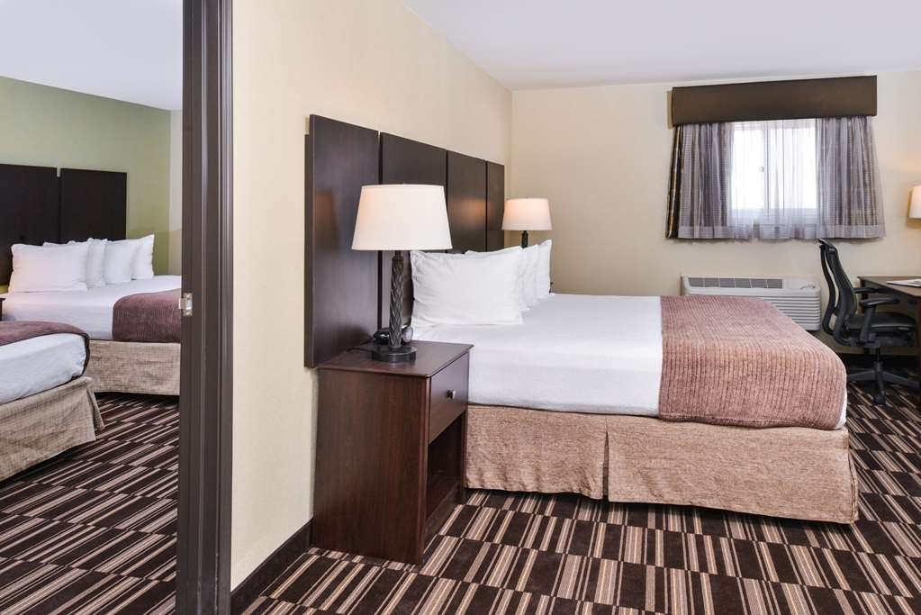 Best Western Sundowner - This Suite is great for families wanting additional space and a separated sleeping quarters!