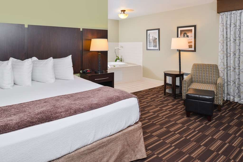 Best Western Sundowner - The perfect room for honeymooner's, couples, or families with children!