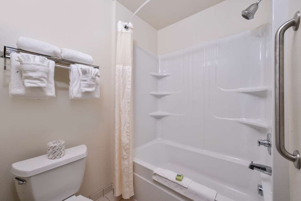 Best Western Sundowner - Our bathrooms are spacious and open, the perfect combination.