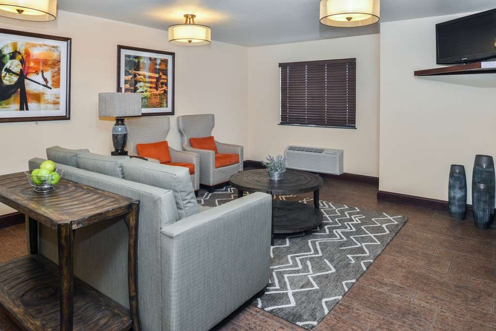 Best Western Sundowner - Our one-of-a-kind lounge and seating area are great for putting your feet up after a long day on the road. Enjoy complimentary television.