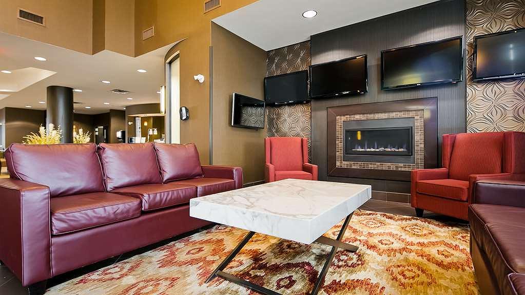 Terrific Hotel In Calgary Best Western Premier Freeport Inn Calgary Home Interior And Landscaping Spoatsignezvosmurscom