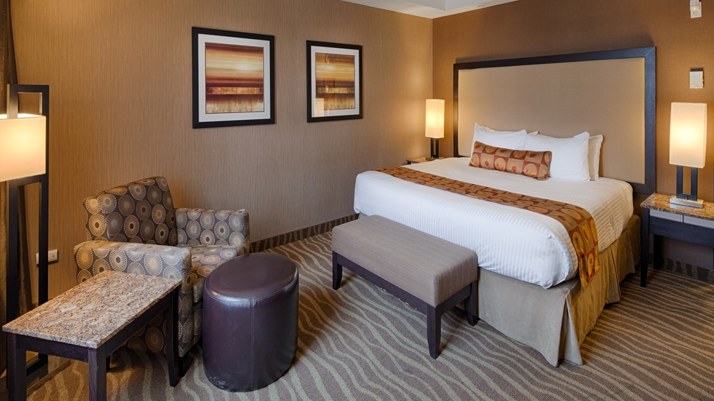 Best Western Premier Freeport Inn & Suites - Standard king room is the perfect choice for the business traveler.