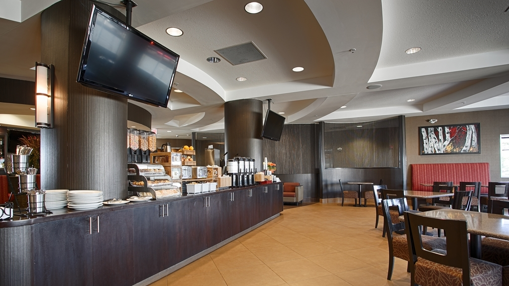 Best Western Premier Freeport Inn & Suites - Enjoy a balanced and delicious breakfast for everyone.