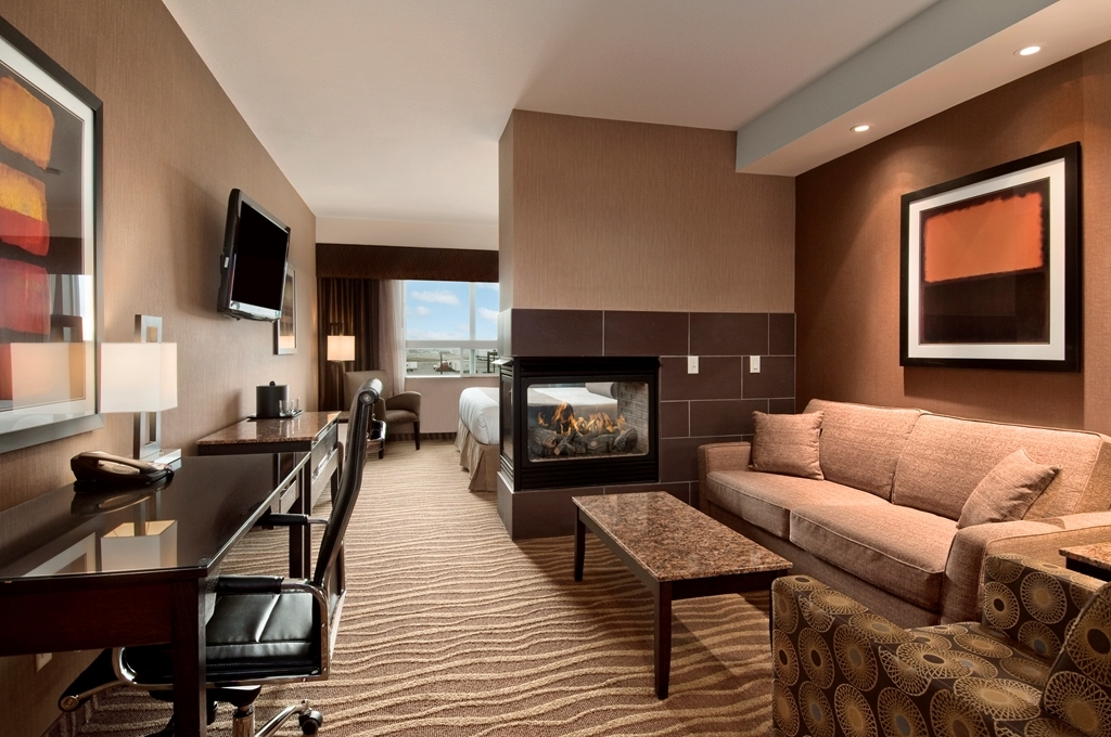Best Western Premier Freeport Inn & Suites - Relaxing king bed and fireplace make the king suite the perfect retreat.