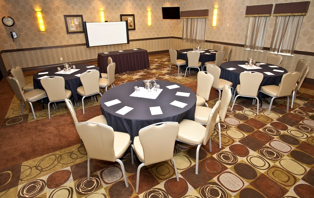 Best Western Premier Freeport Inn & Suites - Our professional staff is here to go above and beyond your expectations to ensure your meeting is perfect.