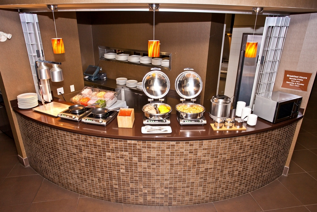 Best Western Premier Freeport Inn & Suites - Enjoy the most important meal of the day in our breakfast area.