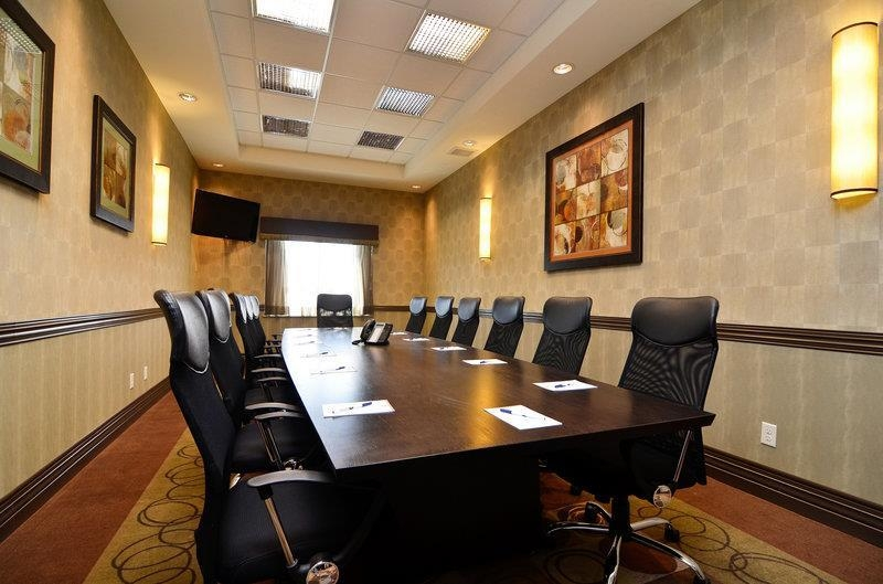 Best Western Premier Freeport Inn Calgary Airport - Our boardroom accommodates up to 14 guests and offers a 42-inch flat panel LCD television with audio/visual connections.