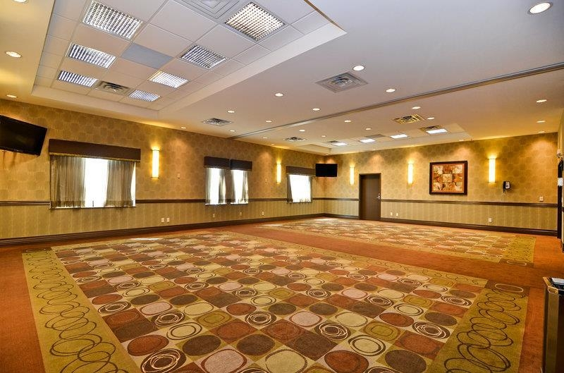 Best Western Premier Freeport Inn & Suites - Our Oxford and Windsor meeting rooms can accommodate up to 57 people each or be combined for larger events.
