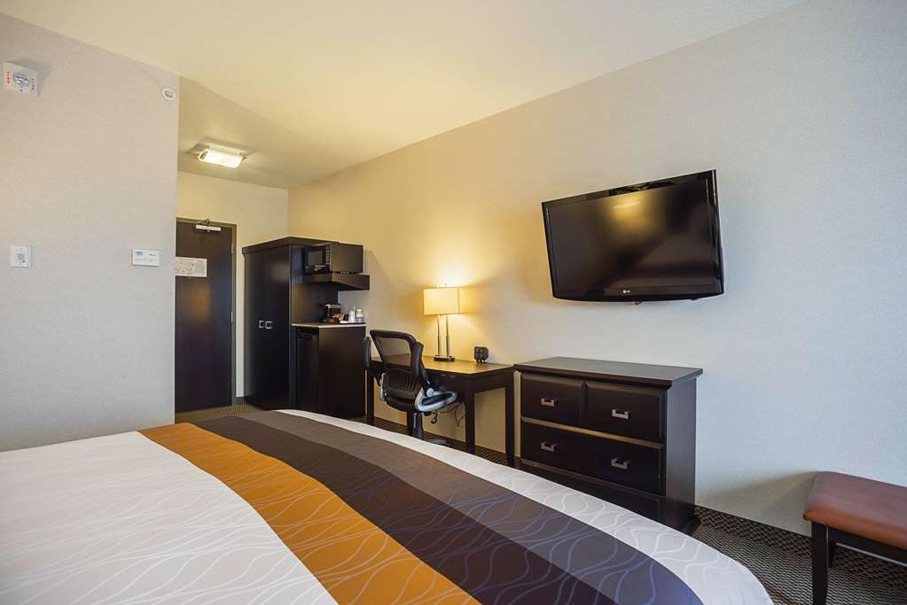Best Western Plus The Inn at St. Albert - Pull back the covers, hop in and catch your favorite TV show or rent a movie for the entire family to enjoy in our spacious family suite!