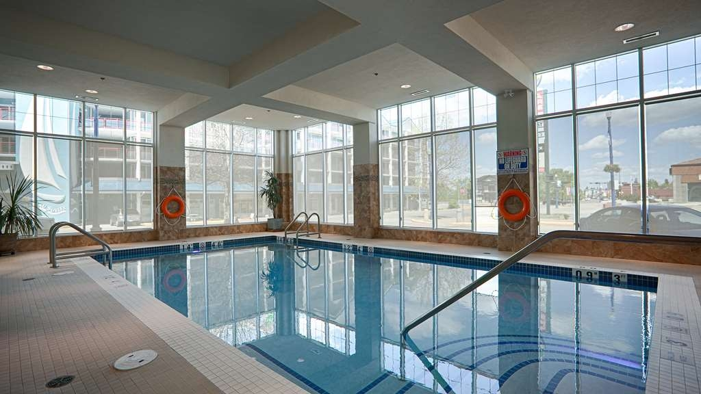 Best Western Plus Chateau Inn Sylvan Lake - Poolansicht