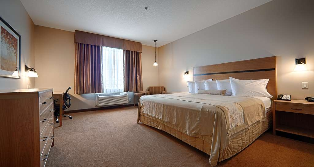 Best Western Plus Chateau Inn Sylvan Lake - This guest room with king bed is perfect for a layover, extended stay or weekend getaway.