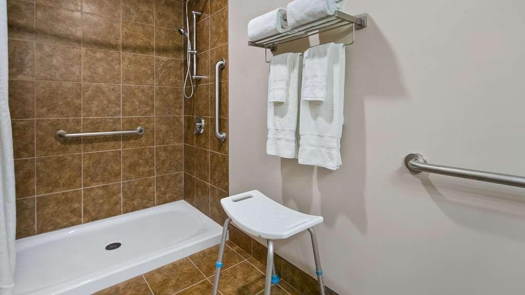 Best Western Plus Chateau Inn Sylvan Lake - Guest Bathroom
