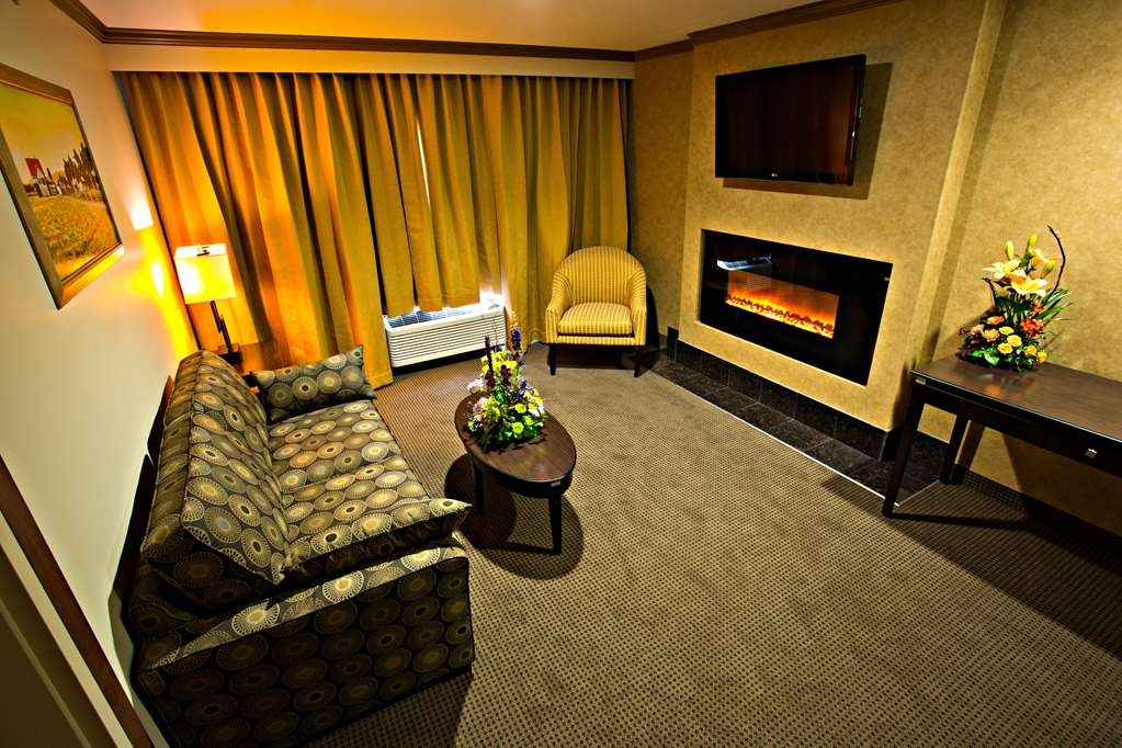 Camrose Resort Casino, BW Premier Collection - Suite
