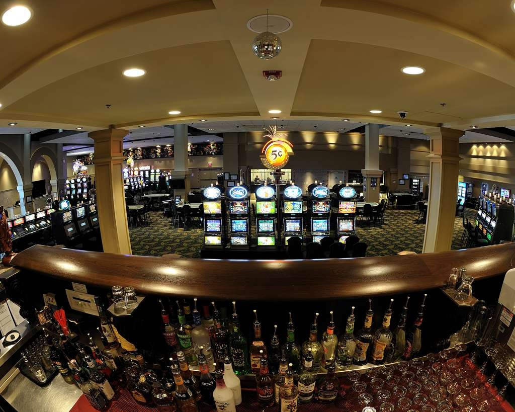 Camrose Resort Casino, BW Premier Collection - Bar/Lounge