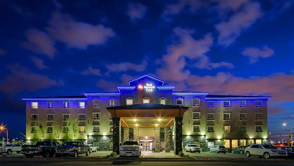 Best Western Plus Sherwood Park Inn & Suites - Aussenansicht
