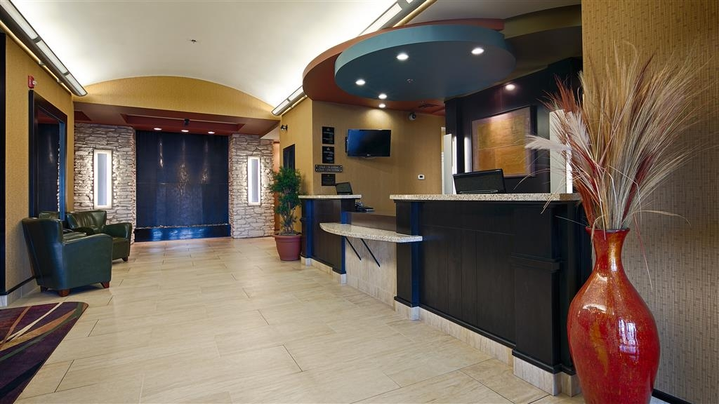 Best Western Plus Sherwood Park Inn & Suites - Lobbyansicht