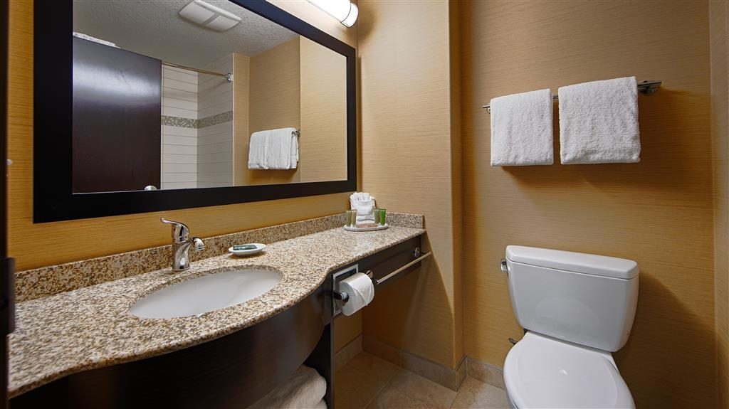 Best Western Plus Sherwood Park Inn & Suites - Badezimmer