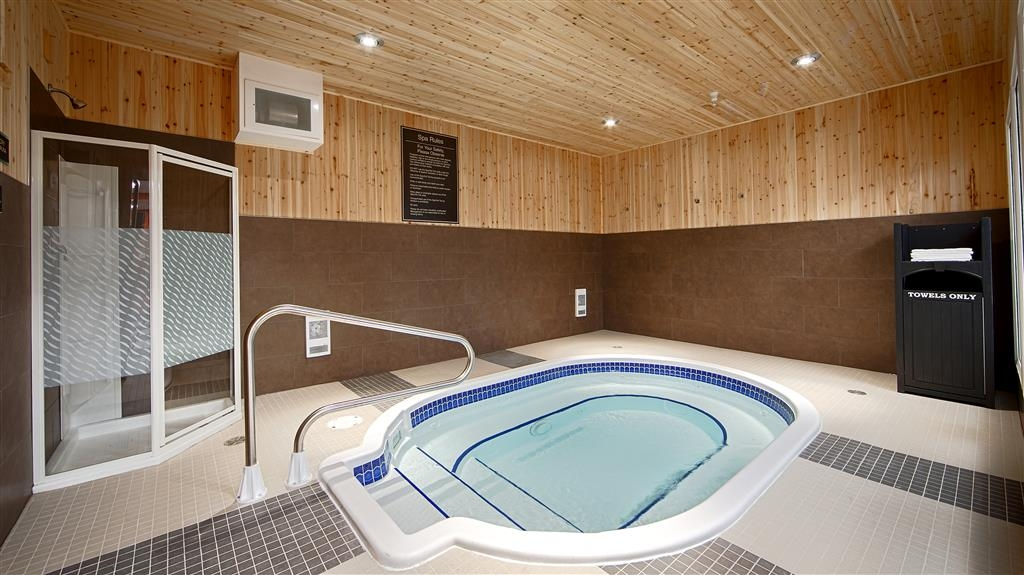 Best Western Plus Peace River Hotel & Suites - Hot Tub