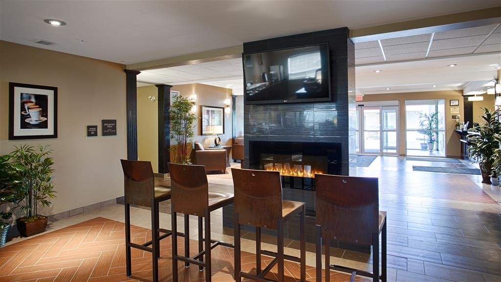 Best Western Plus Peace River Hotel & Suites - Lobby