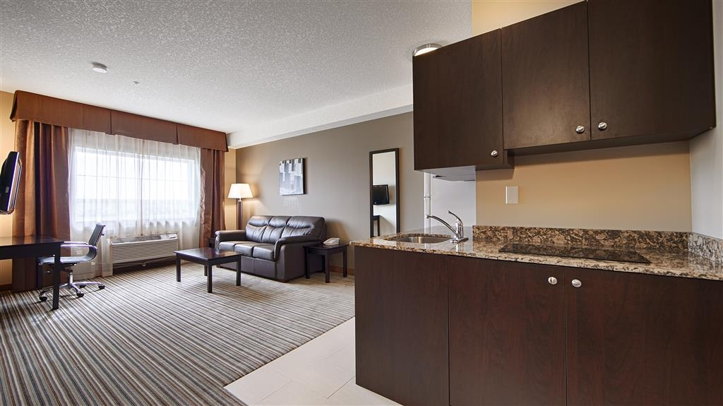 Best Western Plus Peace River Hotel & Suites - King Suite with Kitchenette