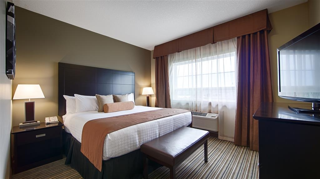 Best Western Plus Peace River Hotel & Suites - King Bed Guest Room