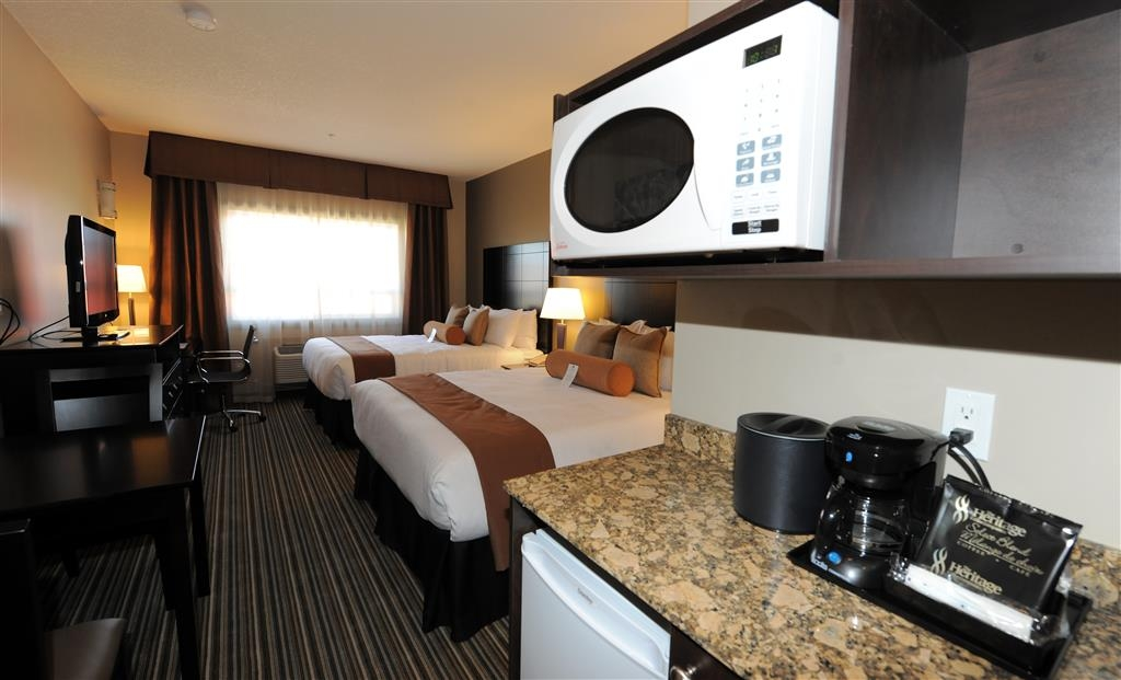 Best Western Plus Peace River Hotel & Suites - All rooms are equipped with a microwave and a refrigerator for your snacking needs.