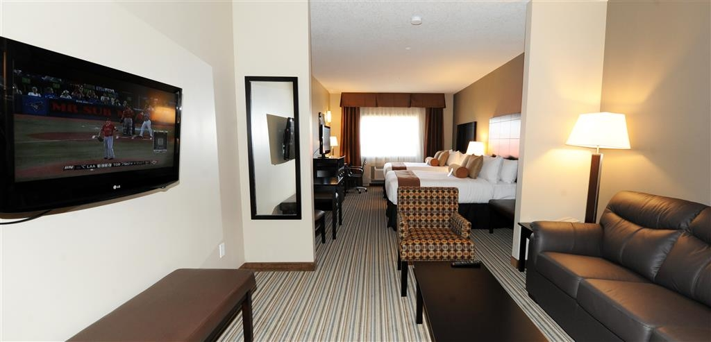 Best Western Plus Peace River Hotel & Suites - Use the sofa bed in our two queen beds suite for extra sleeping space without the cost of an additional room.