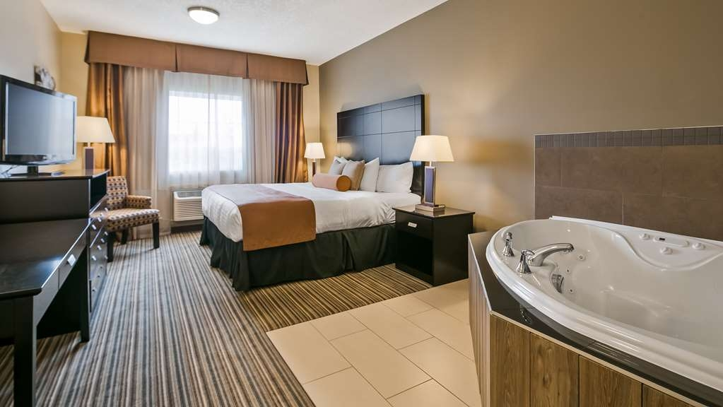 Best Western Plus Peace River Hotel & Suites - Guest Room