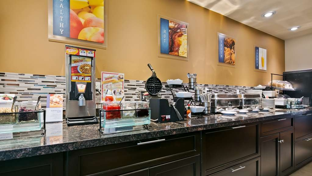 Best Western Plus Peace River Hotel & Suites - Breakfast Bar