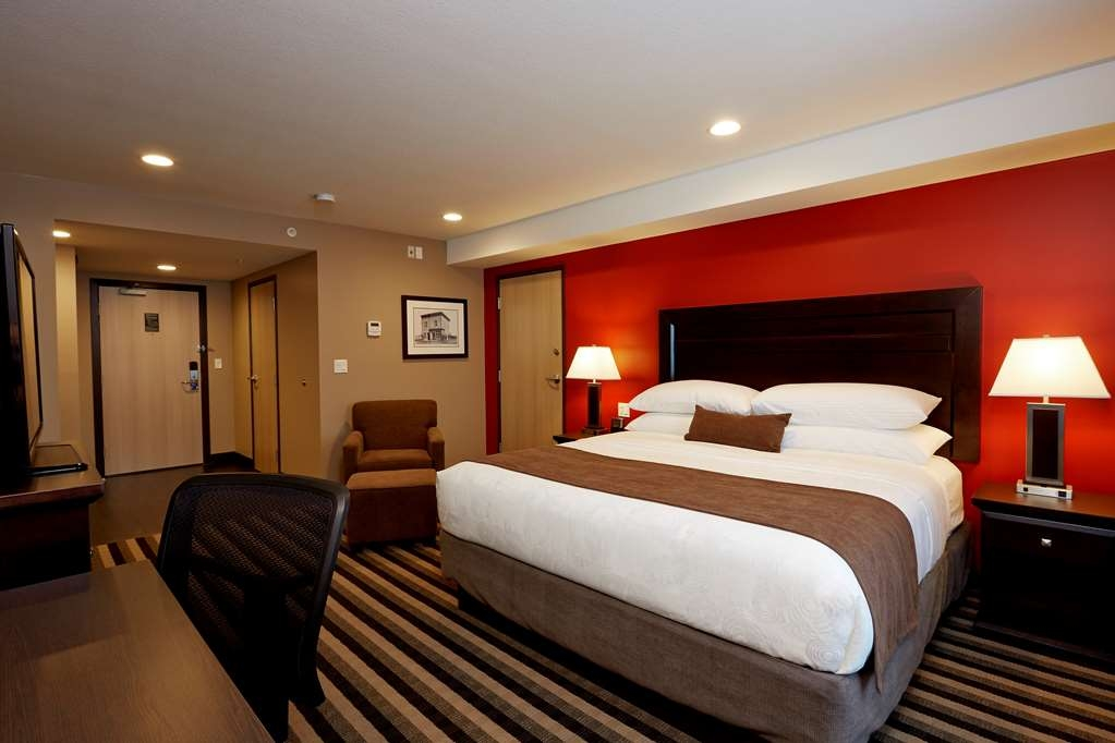 Best Western Plus Meridian Hotel - There is plenty of space in our King Room for relaxing and working