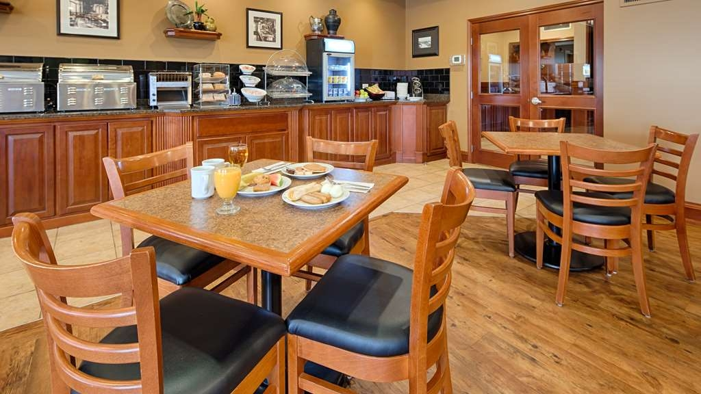 Best Western Plus Meridian Hotel - Enjoy the most important meal of the day in our Fireside breakfast area