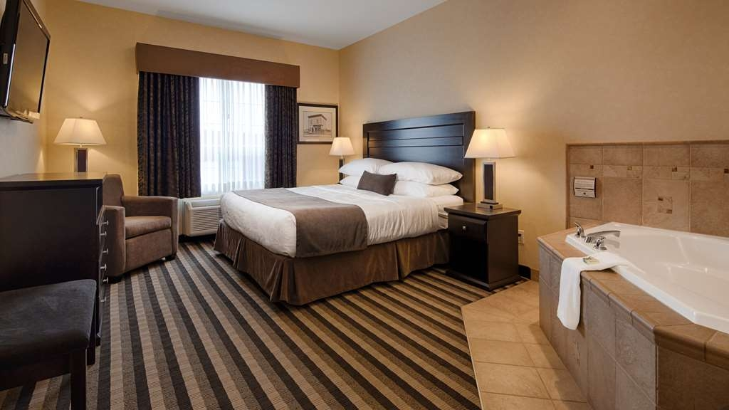 Best Western Plus Meridian Hotel - Are you seeking pure, complete and total relaxation? Then make a reservation in our Whirlpool Suite