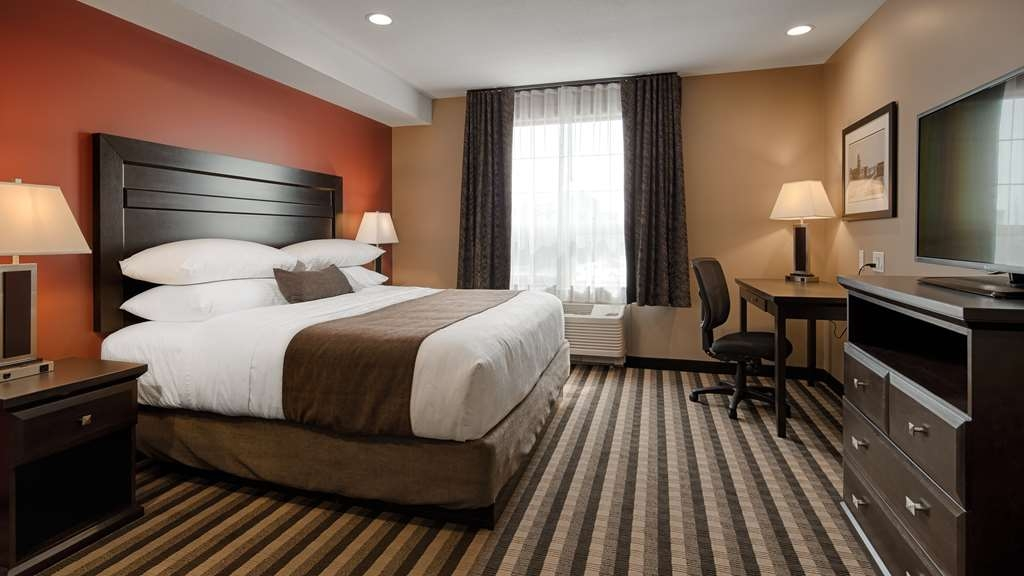 Best Western Plus Meridian Hotel - These comfortable rooms are designed for easy wheelchair access