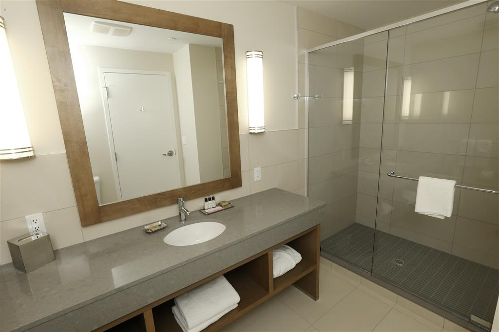 Best Western Plus Sawridge Suites - Cuarto de baño de la suite
