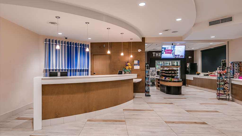 Best Western Plus Sawridge Suites - Hall