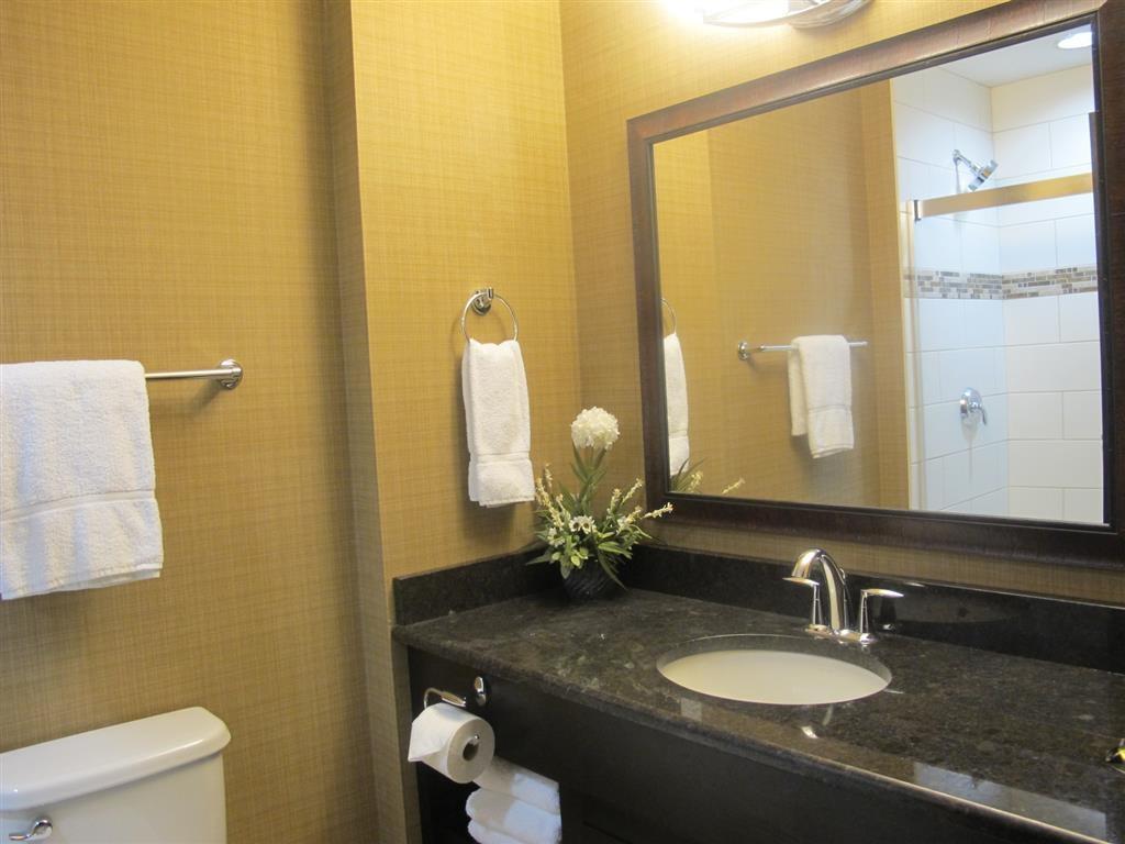 Best Western Plus Okotoks Inn & Suites - Cuarto de baño