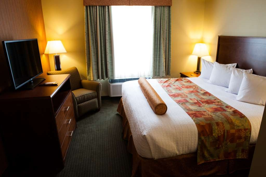 Best Western Plus Service Inn & Suites - Whirlpool Suite Sleeping Area
